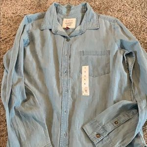 Woman's Chambray button up shirt